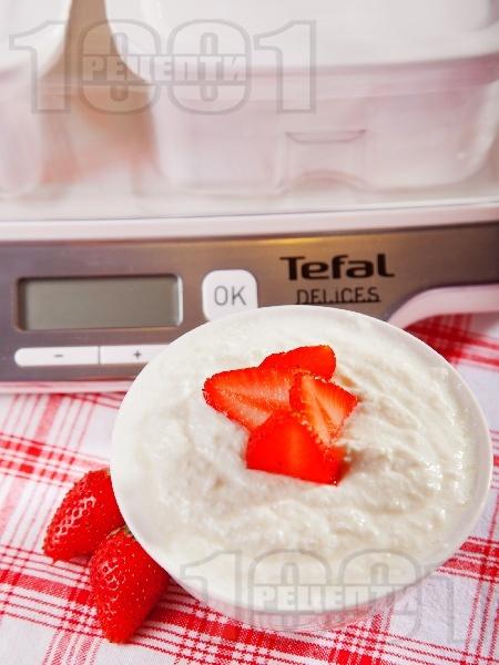 Ванилов йогурт крем с кокос за десерт - снимка на рецептата